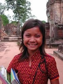 Angkor-Wat-Laos-Ancient-Khmer-Empire-Tour-girl