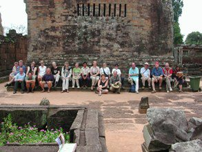 Angkor-Wat-Laos-Ancient-Khmer-Empire-Tour-groupshot