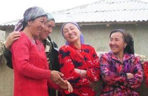 Central-Asia-Tour-Uzbek-women-Turkmenistan-Uzbekistan-Tajikistan