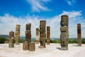 Central-Mexico-Tour-Toltec-Ruins-Tula-statues-Fotolia
