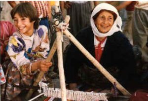 Eastern-Turkey-Tour-Zeugma-Ayanis-Isbanbul-Woman-Weaving-2