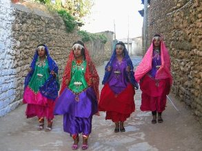Ethiopia-Tour-Lalibela-Gondor-Omo-Valley-women-in-Harar