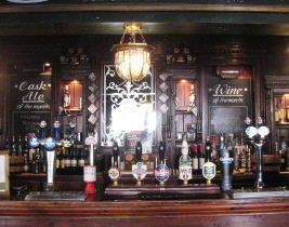 Great-Britain-Tour-Pub-Crawl-England-Ireland-Wales-Edinburgh-London-Tapsat-Bar-2