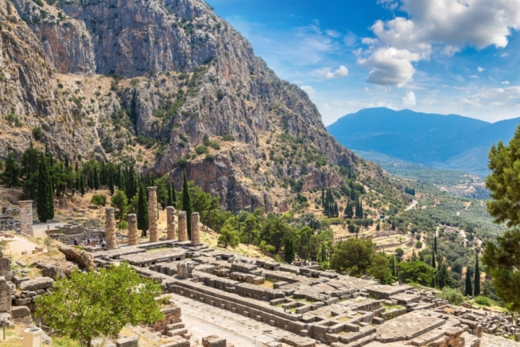 Delphi Greece archaeology tour educational tour
